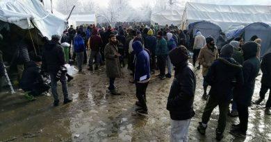 Kamp Vučjak još se ne raspušta, policija dovozi nove migrante, situacija napeta
