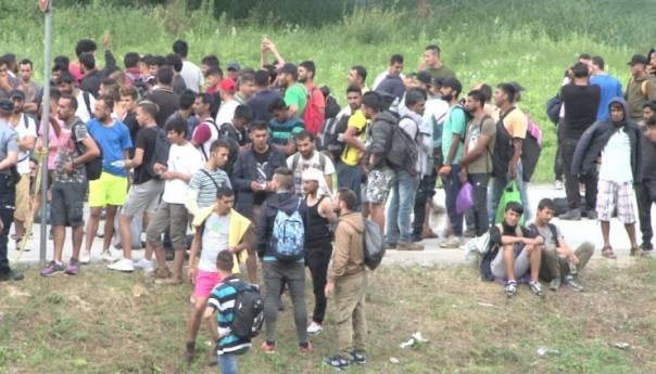Bihać: Policija u napuštenom objektu pronašla više od 600 migranata